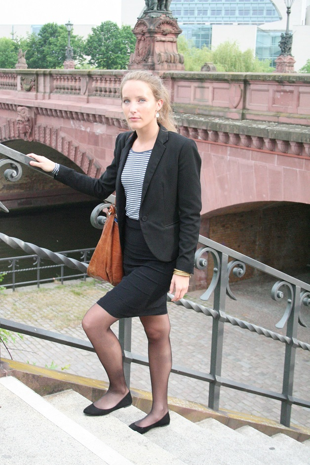 088c-Coline-Björn-Chris-Akstinat-Bundeskanzleramt-Spree-Hauptbahnhof-Berlin-Deutschland-schickaa-Germany-Straßenmode-Streetwear-Street-Fashion-Blog-Mode
