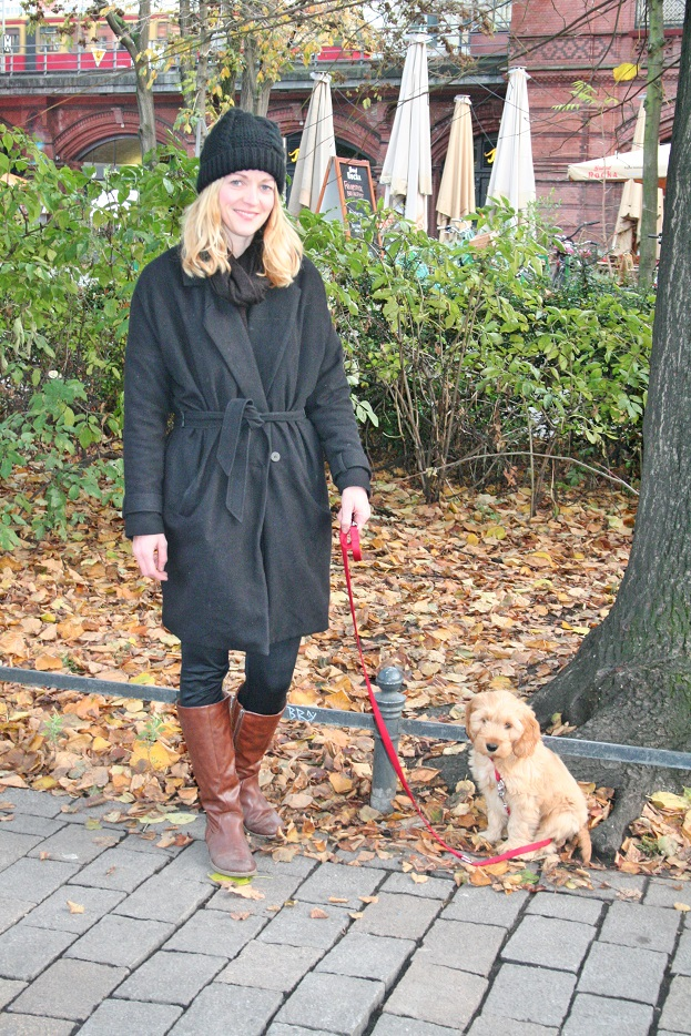 005c-schickaa-Claudia-Hund-Hackescher Markt-S-Bahnhof-Herbst-autumn-dog-street fashion-week-straßenmode-streetwear-Berlin-Germany-Deutschland-Hauptstadt-Chris Björn Akstinat-Modeblog