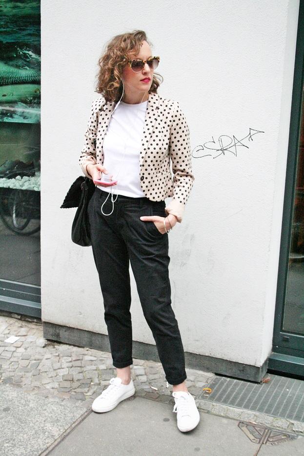 023c-Bettina Berlin Mitte Deutschland Germany Neue Schönhauser Strasse summer street fashion style blog wear Modeblog Straßenmode stil beautiful woman Björn Akstinat