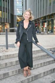018c-schickaa-Alison-Berlin-S-Bahnhof-Friedrichstraße-Mitte-Streetstyle Fashion Wear Week Modeblog Straßenmode Deutschland Germany