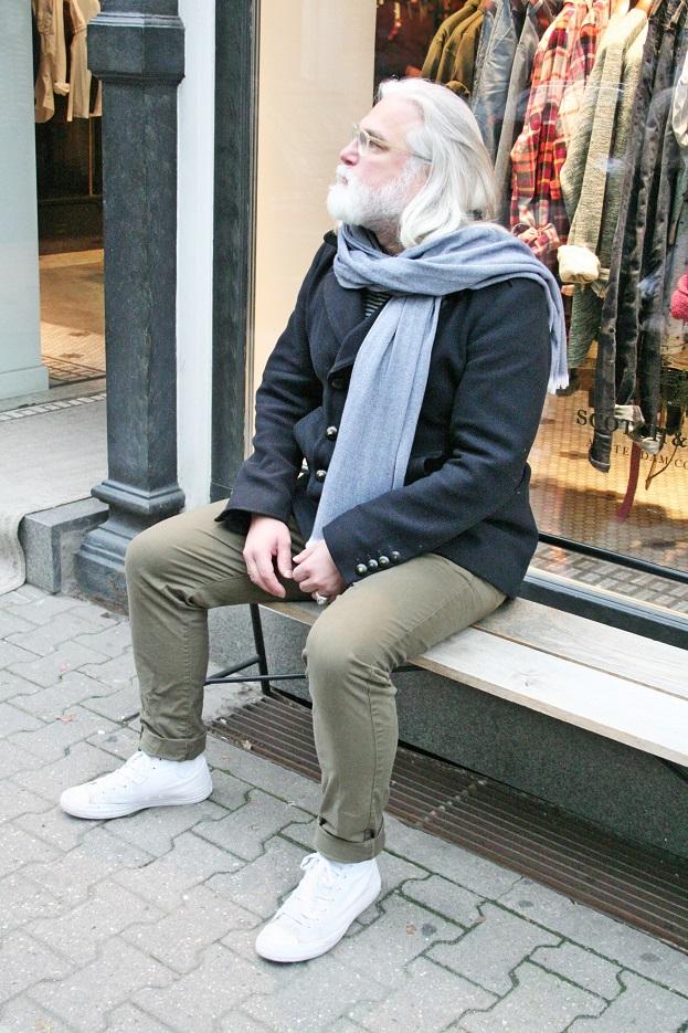 112c-schickaa-Foto-Bild-Berlin-Mitte-Straßenmode-Street Fashion Streetstyle Friseur Marc Bennemann-smart man with beard streetwear photographer Björn Akstinat