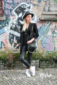 schickaa-Franziska-Linienstraße-Berlin-Mitte Germany Hut-schwarz-Mode-Straßenmode real Streetstyle Streetwear from Berlin Modeblog Fashion Blogger Björn Akstinat