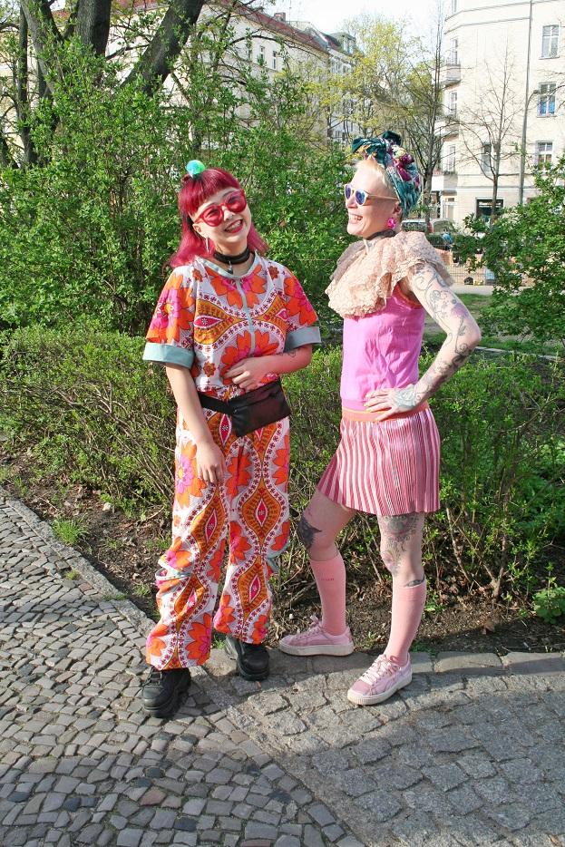 011c-Manga-Girls Friedrichshain Berlin-crazy outfit-streetwear streetstyle street fashion Germany Deutschland Modeblog schickaa Björn Akstinat