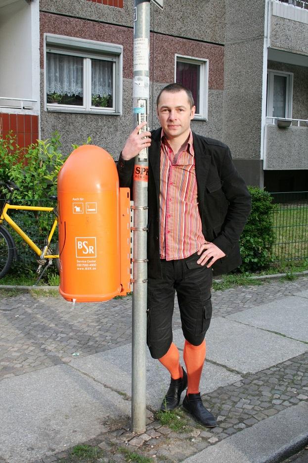 041c-Danja Berlin-Mitte schickaa Fotograf Björn Chris Akstinat Street Style Fashion Wear Man black Knickerbockers