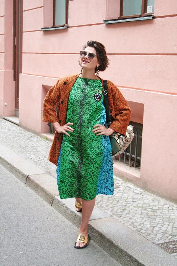 075c-Paulina-Berlin-Mitte-Auguststraße-schickaa Björn Akstinat Street Fashion Wear Style Straßenmode Blog Germany Deutschland Summer Sommer Trend