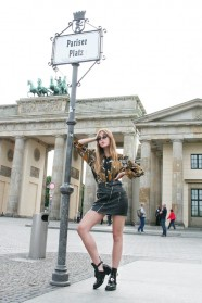 005c-Maral-Brandenburger Tor Pariser Platz Berlin Street Style Wear Fashion Urban Art Urbanism - Copyright Photographer Björn Chris Akstinat