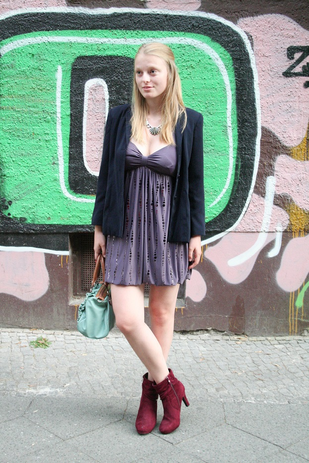 010c-Nora Kreuzberg Berlin Street Style Fashion Blog Straßen Mode Deutschland Vintage Stil Second Hand Street Art - Copyright Photographer Björn Chris Akstinat schickaa