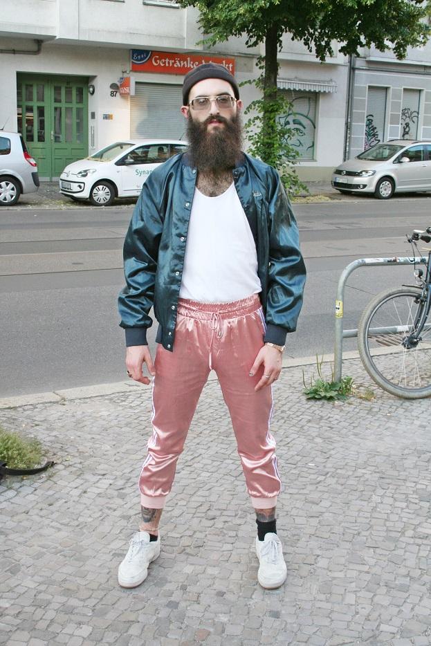 035c-Jordan Friedrichshain Boxhagener Straße Platz Hipster Berlin Street Style Fashion Photography Straßenmode Straßenfotografie - Copyright Björn Akstinat schickaa